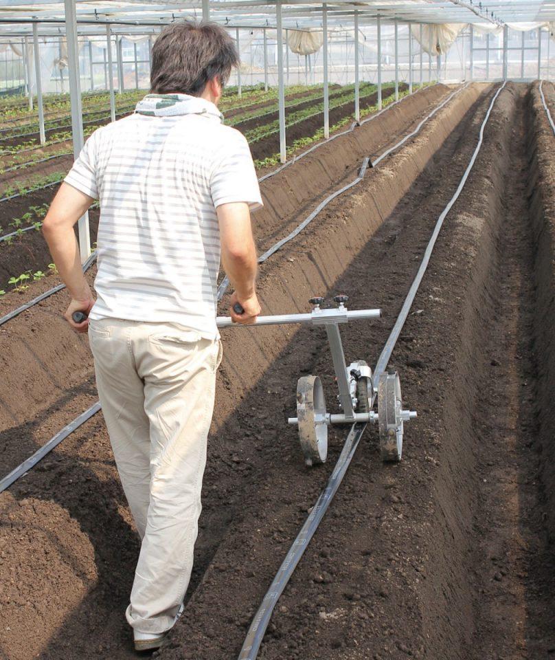 苺苗用植付け位置マーク器
