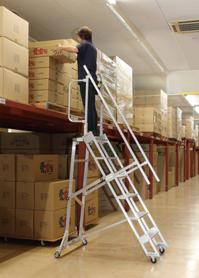 天板付ステップ幅広・4輪キャスタータイプ